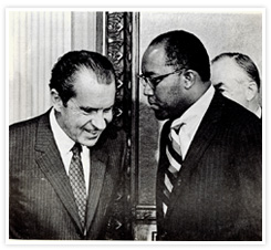 robert-j-brown_talking-to-nixon